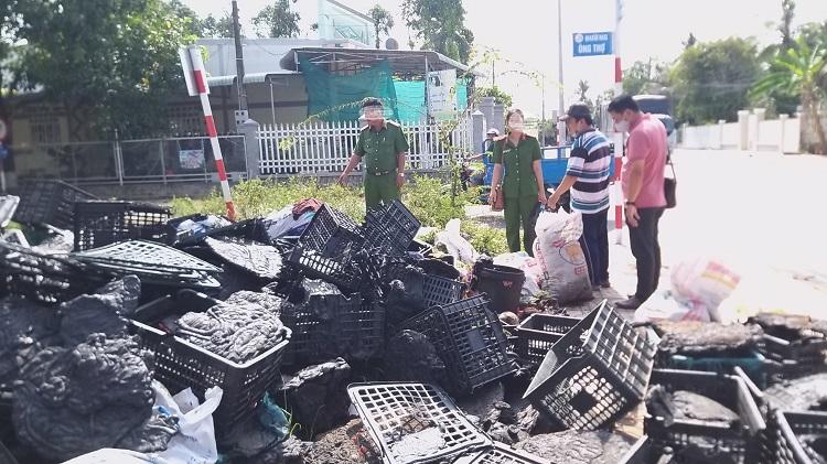 Lập biên bản cơ sở sản xuất rổ nhựa đổ chất thải ra môi trường