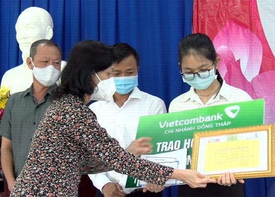 Gương sáng hiếu học - 19/10/2021: Sinh viên Trần Ngọc Thanh Thy ở TP.Cao Lãnh