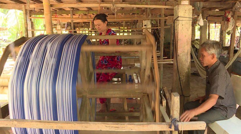Tạp chí Du lịch xanh: Tìm hiểu nghề dệt choàng Long Khánh A
