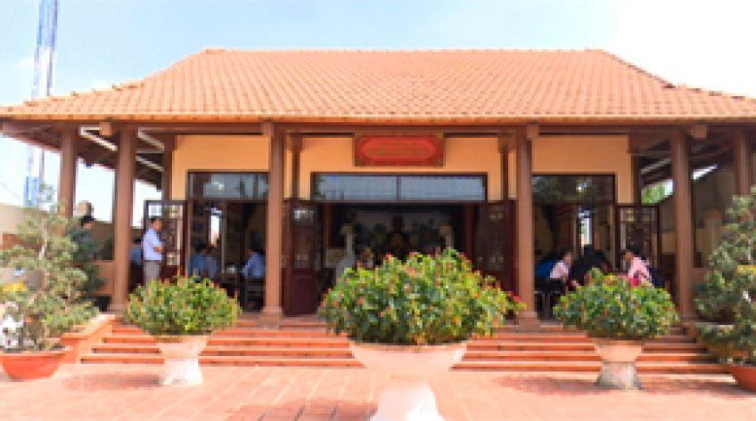 Viếng nhà tưởng niệm anh hùng liệt sỹ Nguyễn Văn Phối